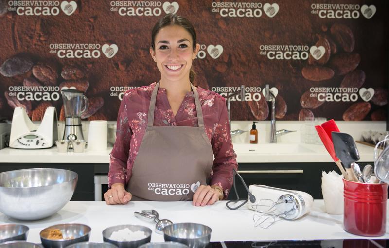 Alma Obregón preparando recetas con cacao natural